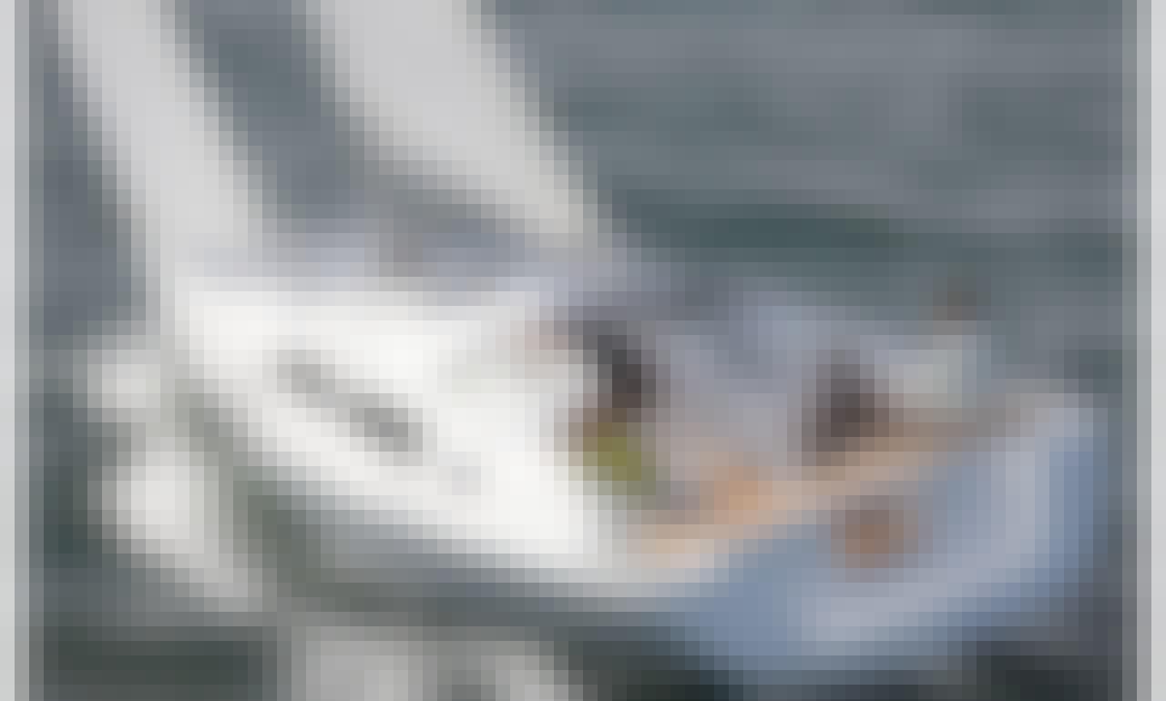 Cruising Monohull rental in Badalona