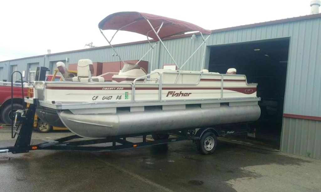 Rent The 21 Foot Fisher Liberty 200 Pontoon Boat In Sacramento  California. Boat Rentals in Sacramento