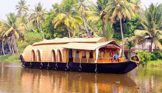 Charter A Houseboat In Kumarakom, Kerala