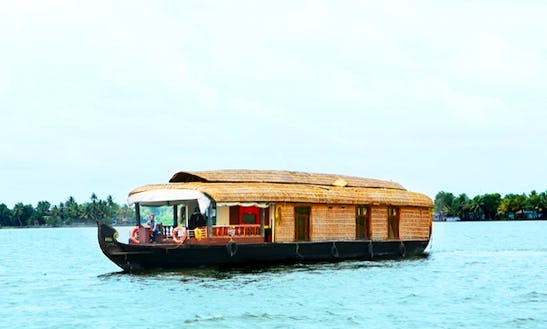Rent A Three Bedroom Houseboat In Alappuzha, Kerala