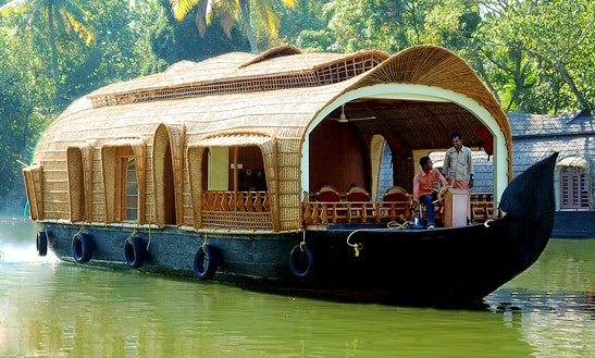 Rent A Fully Furnished Houseboat In Kumarakom, Kerala For 2 Pax
