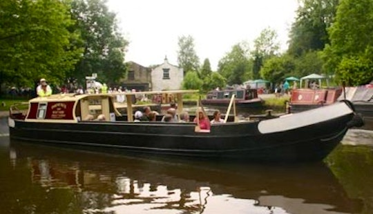 Hire 40' Canal Boat In Whaley Bridge, England