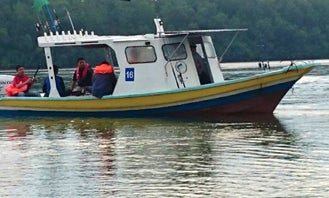 Charter Fishing in Kuala Rompin, Pahang on a Center Console for 6 Pax