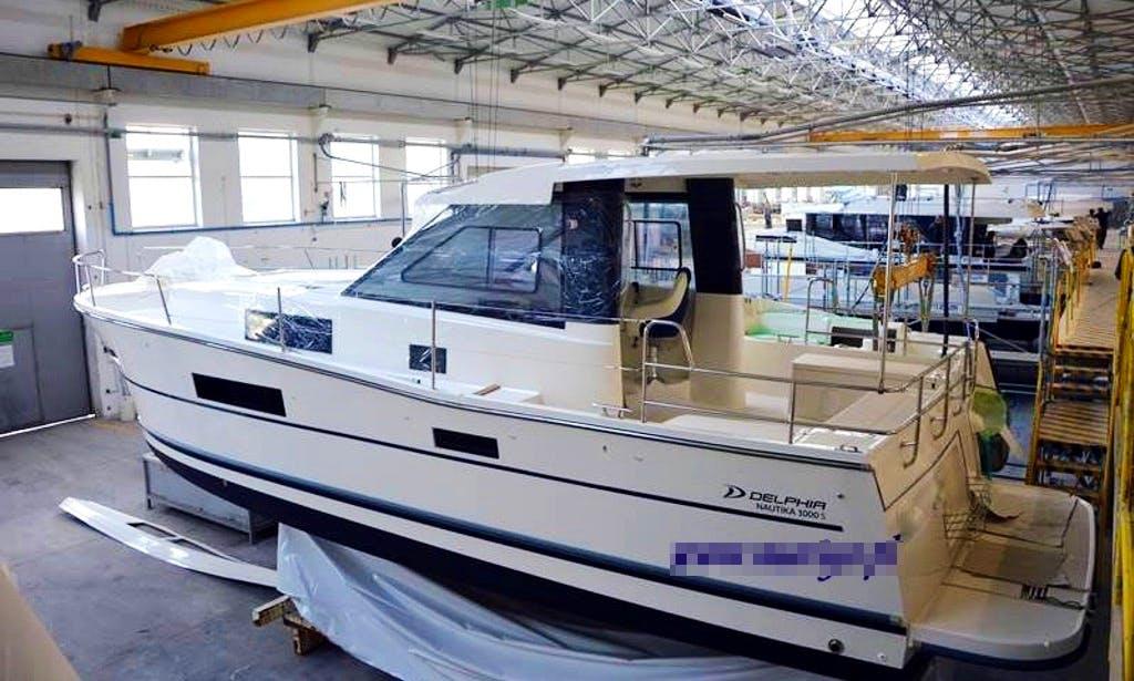 Charter 35' Motor Yacht in Sztynort, Warmińsko-mazurskie, Poland