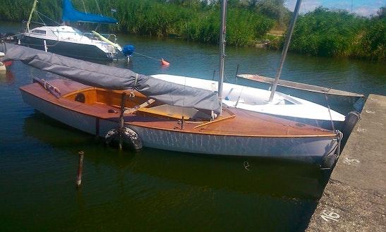 Rent 16' Fa-hajó Daysailer In Velence, Hungary