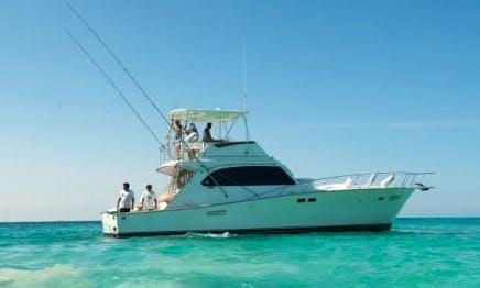 Cancún Fishing Charter on 46' Hatteras Fishing Yacht