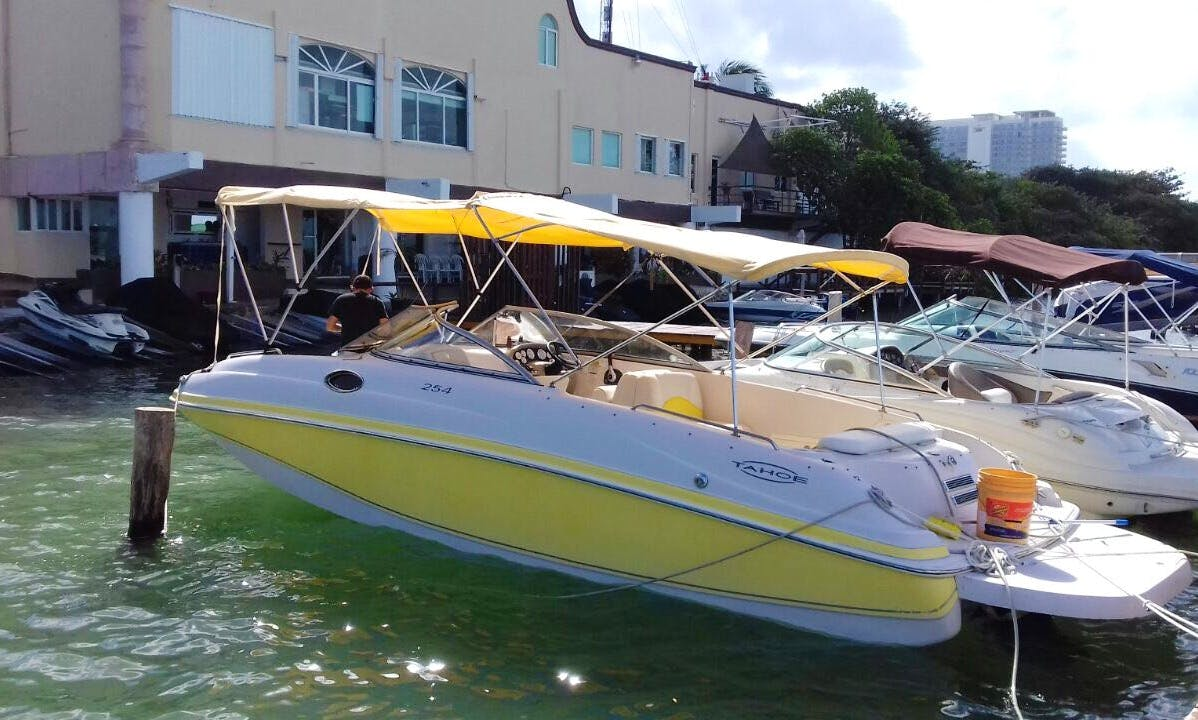Charter the 25' Tahoe Power Boat in Cancun, Quintana Roo