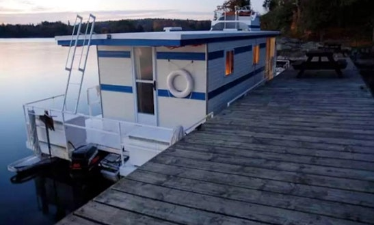 Rent The 38ft Blue Houseboat For 6 People In Gananoque, Ontario