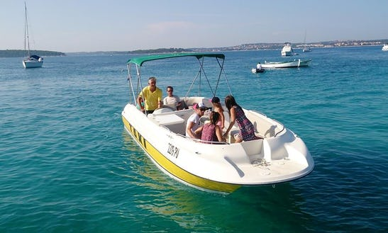 Water Taxi Bayliner Center Console In Medulin, Croatia