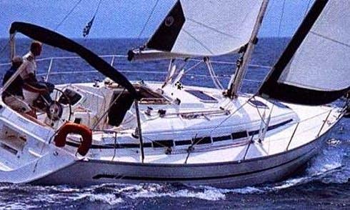 Charter 32' Jeanneau Cruising Monohull in Castellammare di Stabia, Campania