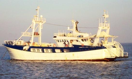 Charter Avior Passenger Boat In Mumbai, Maharashtra