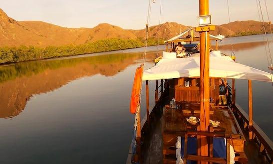 Komodo Island Liveaboard Cruises On 66ft Sailboat