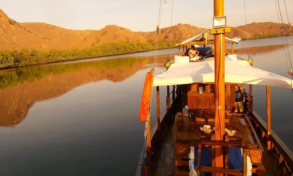 Komodo Island Liveaboard Cruises on 66ft Mini Phinisi Boat