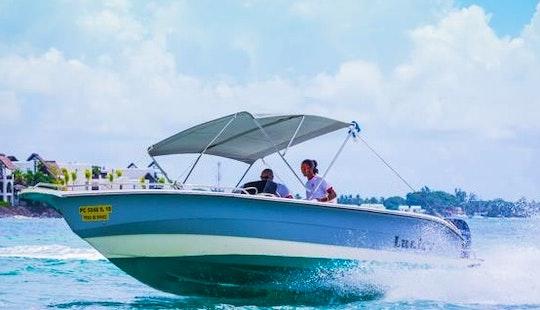 Charter Lucky Bowrider In Trou D'eau Douce, Flacq