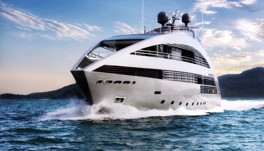 Power Mega Yacht Rental In Pattaya