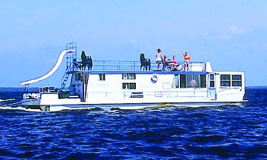 Enjoy Houseboat Vacation On 55' Executive Houseboat In International Falls