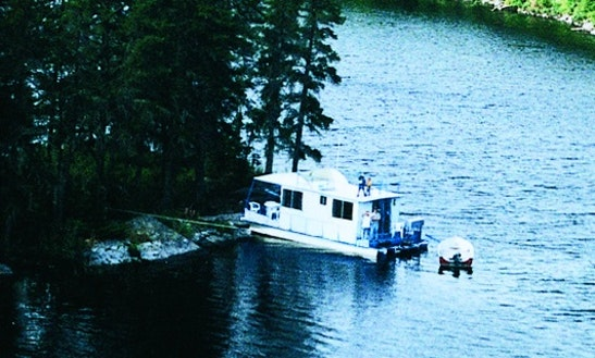 Rent 32' Explorer Houseboat In International Falls, Minnesota
