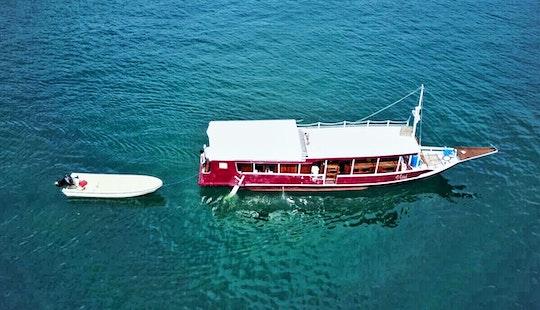 Experience Full Week Boat Trip In Komodo, Indonesia