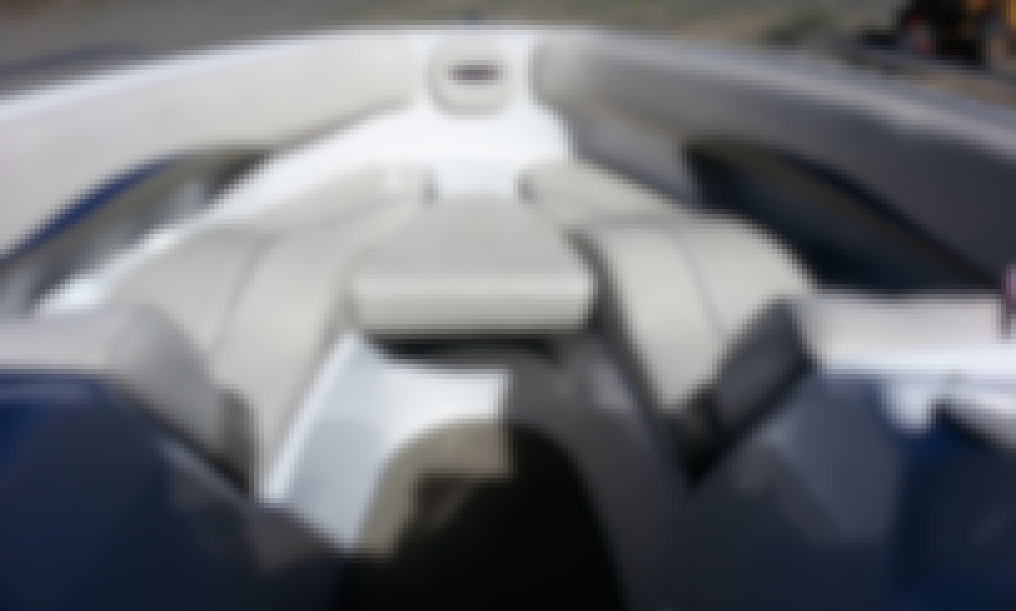 24' Four Winns V8 Bowrider Rental In Incline Village, Nevada