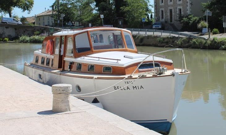 Classic Broom Motor Yacht in Mirepeisset, Canal du Midi, Languedoc, France