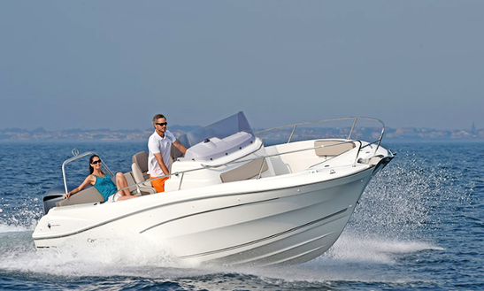Rent 25' Cap Camrat Center Console In Talmont-saint-hilaire, France