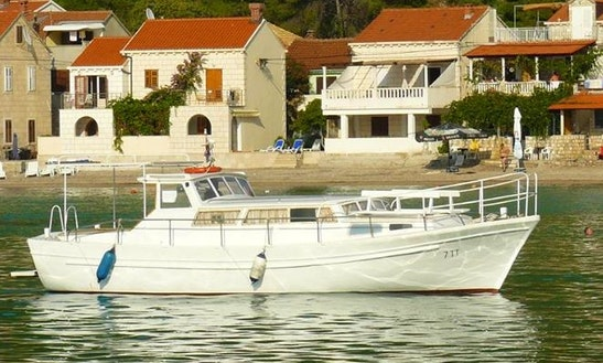 Charter A Motor Yacht In Žuljana, Croatia