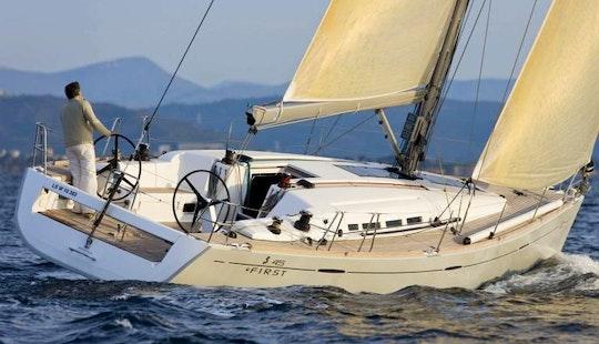 Charter 45' Beneteau Cruising Monohull In Roma, Italy