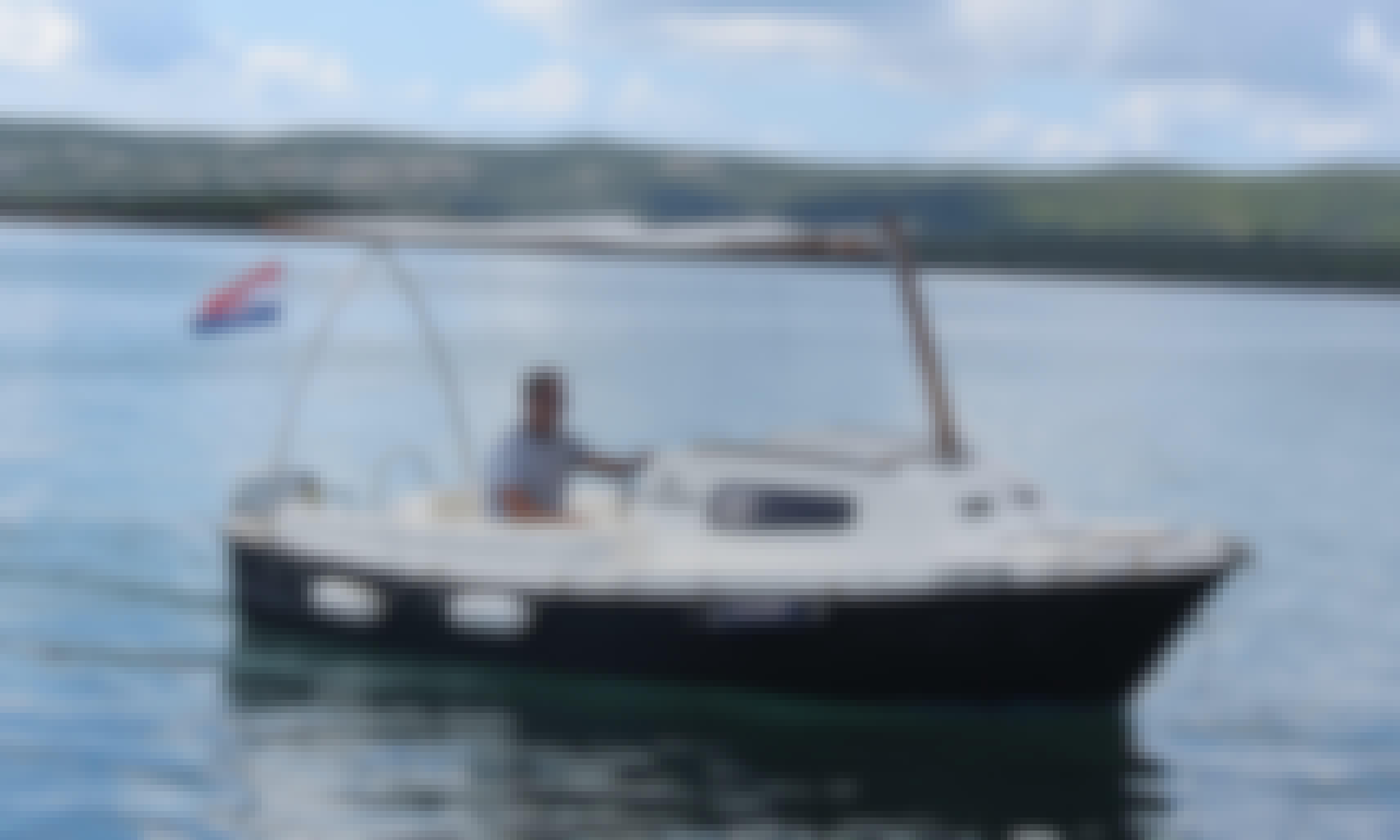 Rent Adria 500 Powerboat for 5 People in Sveti Filip i Jakov, Croatia