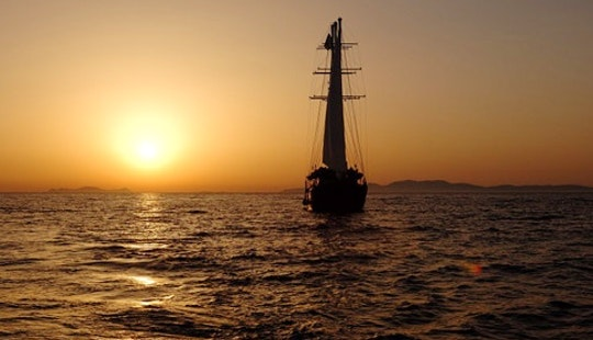 63' Woodlen Sailboat Tours In Emporio, Greece