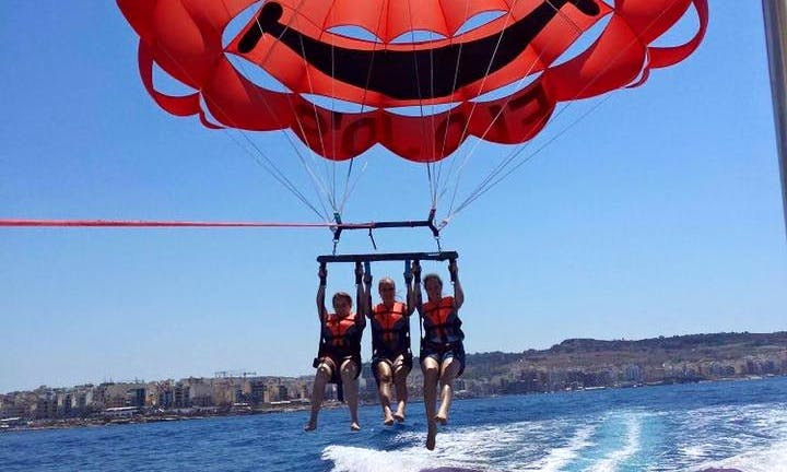 Enjoy Tripple Parasailing in San Pawl il-Baħar, Malta