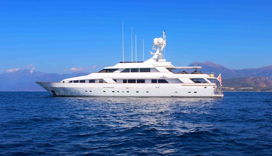 Motor Yacht Rental In Cannes, France