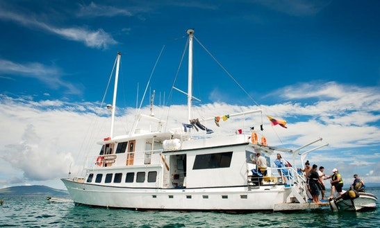 Golondrina Yacht, Cruising In The Galapagos Islands