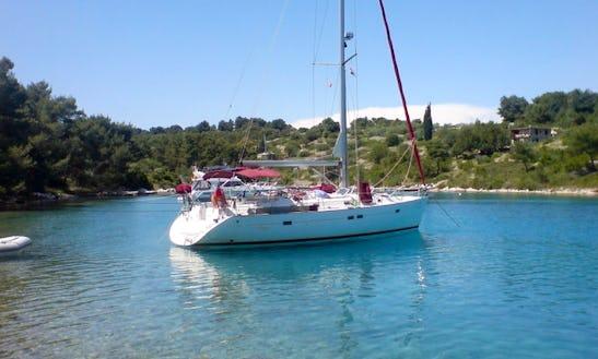 Sailing Charter Guadeloupe Archipelago / Hosting At Port