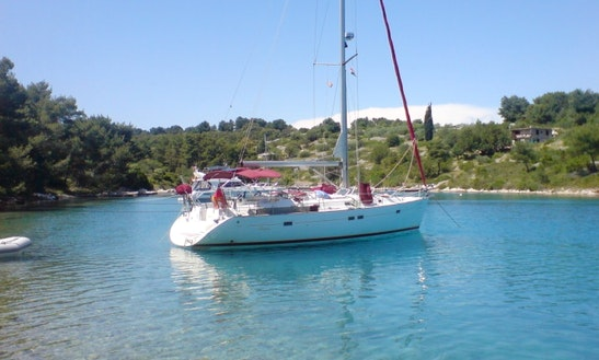 Sailing Charter Guadeloupe Archipelago / Hosting At Port
