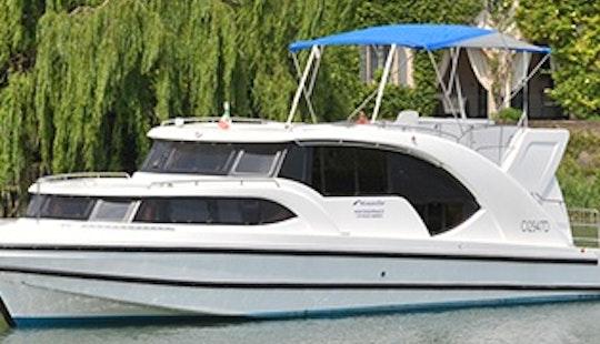 Charter 45' Minuet Motor Yacht In Porto Levante, Veneto
