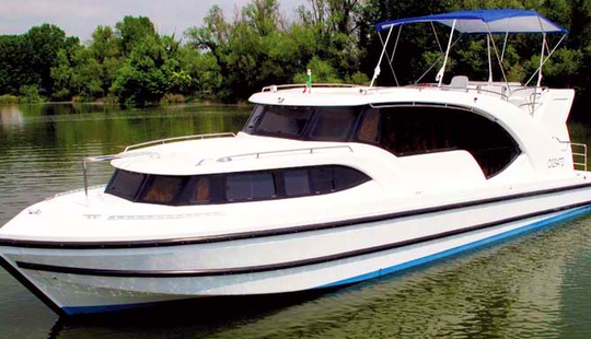 Charter 44' Minuet Motor Yacht In Porto Levante, Veneto
