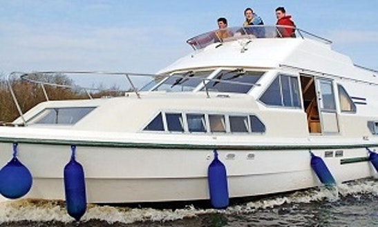 Charter 42' Shannon Star Motor Yacht In Carrick-on-shannon, Ireland