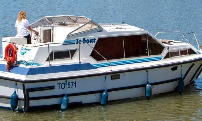 Charter 32' Tamaris Motor Yacht in Camargue, France
