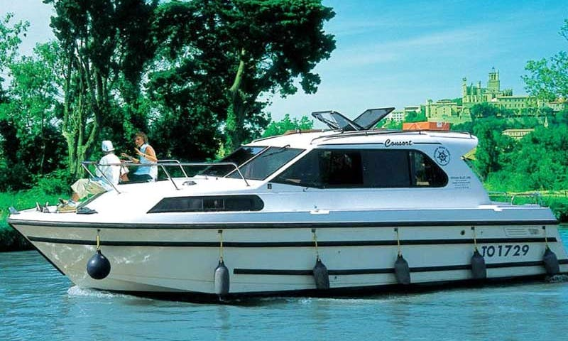 Charter 31' Consort Motor Yacht in Camargue, France