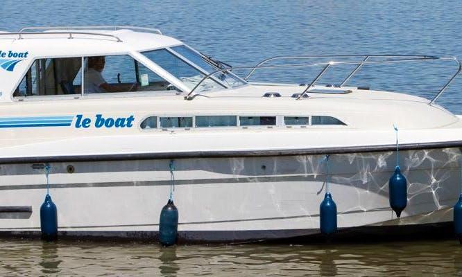 Rent 27' Capri Motor Yacht in Camargue, France