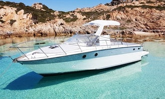 32 ft Cuddy Cabin/Walk Around Private Charter for 10 People in La Maddalena, Italy