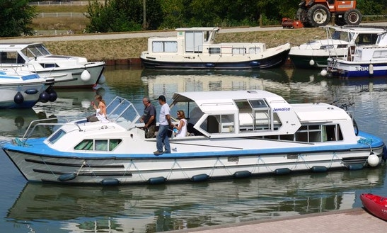 Charter 40' Jmaica S Canal Boat In Fourques-sur-garonne, France