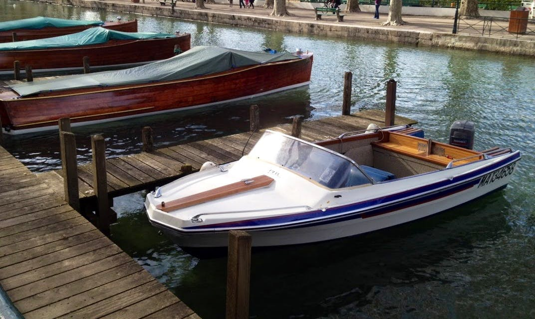 Rent a Bowrider in Annecy, France