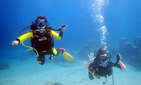 Enjoy Diving Courses In Hengchun Township, Taiwan