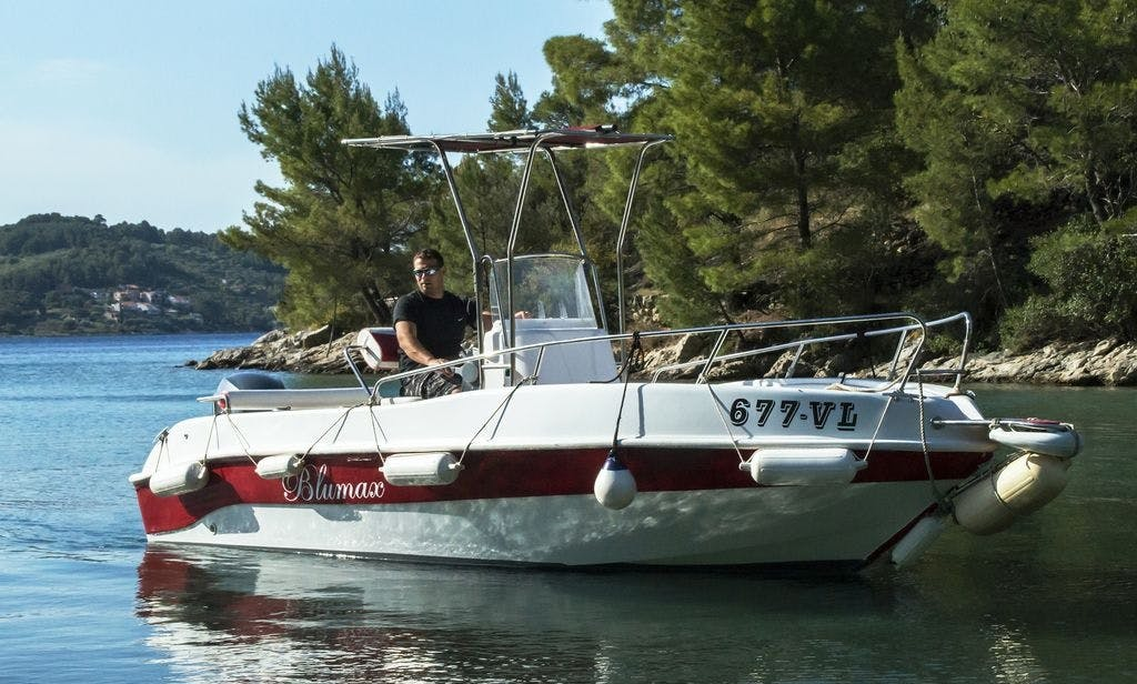 Rent 18' Fisherman Blumax 550 Center Console in Vela Luka, Croatia