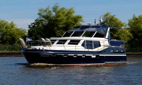 Charter 39' Jupiter Motor Yacht in Wiesbaden, Hessen
