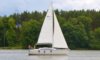 """Charter """"Queen"""" Sailboat for 8 Person in Ruciane-Nida, Poland"""