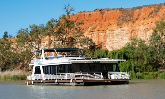 Rent Oasis Houseboat In Paringa, Australia