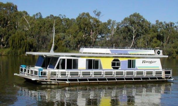 Rent Ranger Houseboat in Paringa, Australia