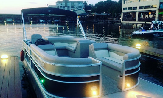 Lake Austin Boat Rentals - Beautiful Crest Pontoon